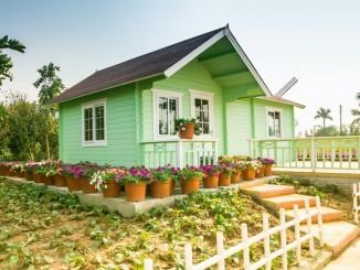 Kleines Gartenhaus aus Holz