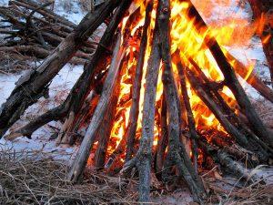 Lagerfeuer: Schutz vor Kälte und wilden Tieren