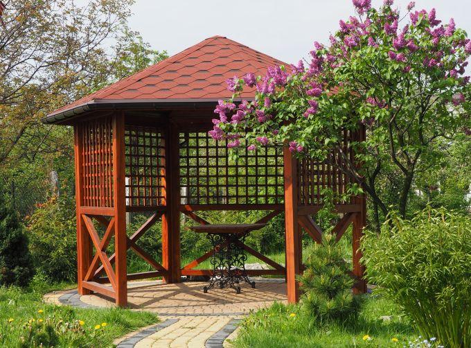 Pavillon: Querbalken in Bodennähe