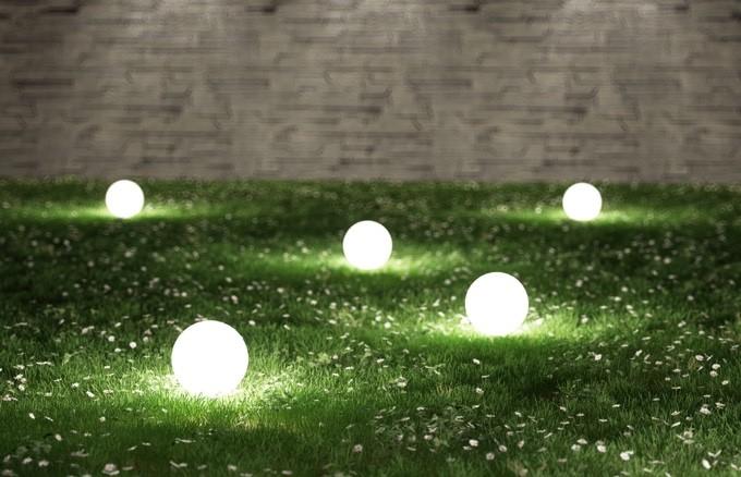 Lichtkugeln im Garten