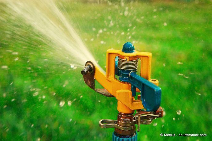 Impulsregner für die Rasenbewässerung
