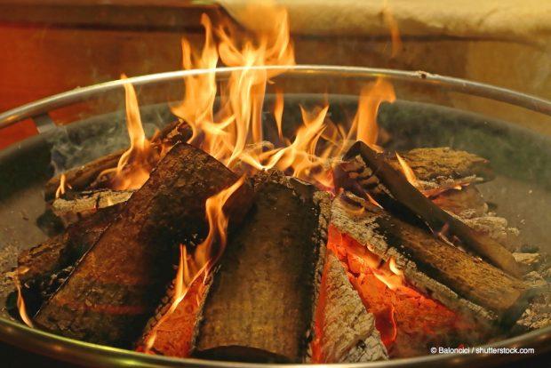 feuerholz-geschichtet