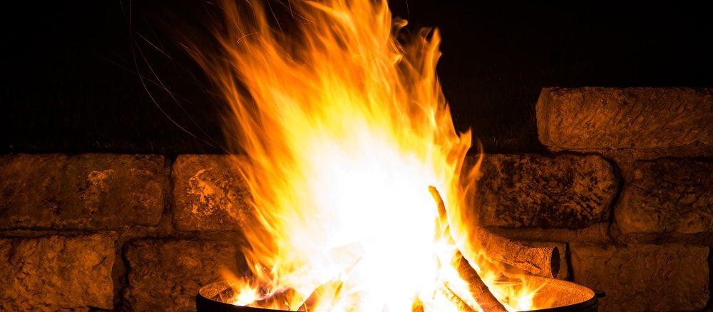 Flammen in einer Feuerschale | Bild: juhe-IdeeID shutterstock.com