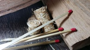 Anzündhilfe Holzwolle Brennholz