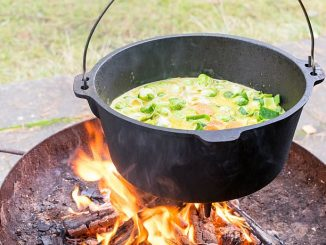 Dutch Oven / Feuertopf mit Suppe