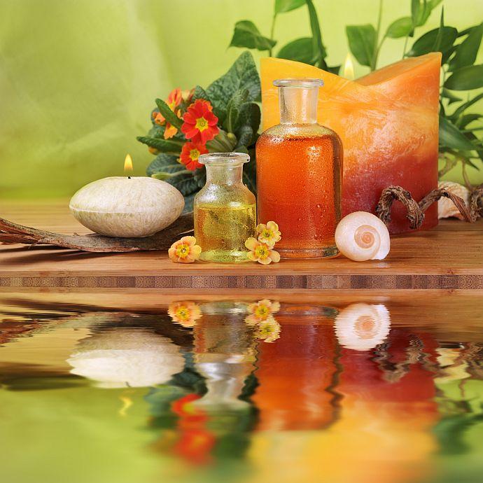 Wellness: Licht, Duft, Holz, Wasser