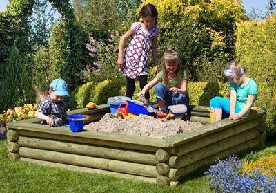 Kinder spielen im Sandkasten | Bild: ediToys