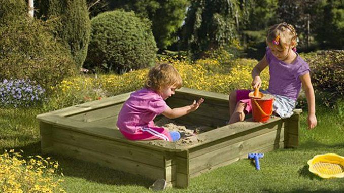 Sandkasten aus Holz für Kinder | Bild: ediToys
