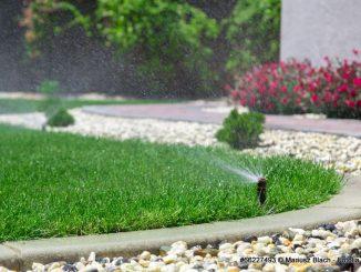 Automatische Gartenbewässerung mit Sprinkler | Bild: Mariusz Blach fotolia.com
