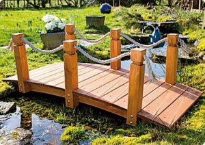 Teichbrücke über Gartenteich | Bild: ediGarden