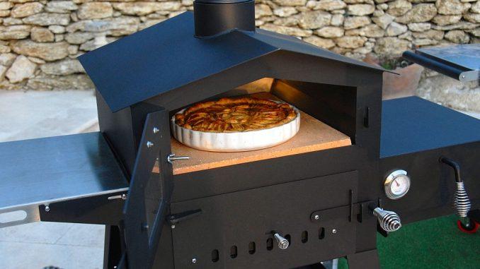 Holzbackofen aus Metall (Ofenstahl) | Bild: Freiluftküche