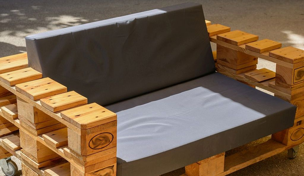 palettenm bel sofa bild alho007 edinger magazin. Black Bedroom Furniture Sets. Home Design Ideas
