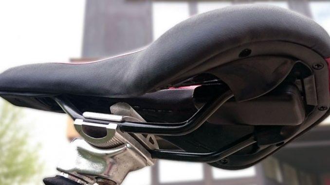 Fahrrad-GPS-Tracker unter dem Sattel