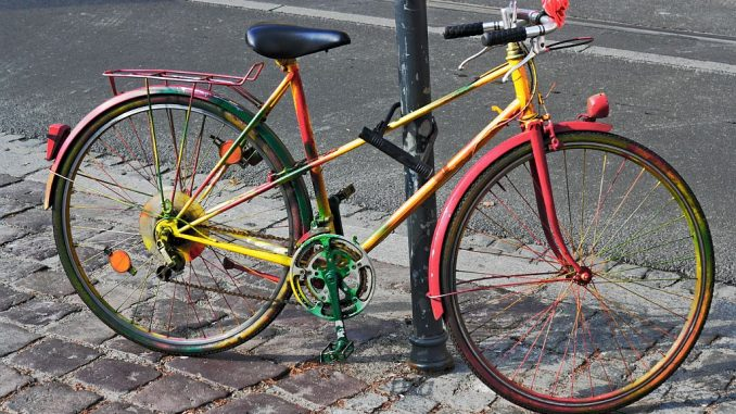 Fahrrad mit Bügelschloss