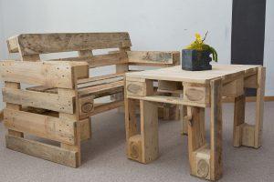 Palettenmöbel Sofa und Tisch