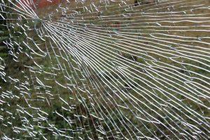 Glasbruch im Fenster