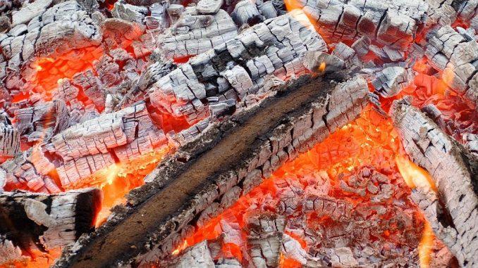 Holzverbrennung: Glut | Bild: bogitw