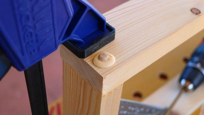Holzwerkstück in Schraubzwinge | Bild: amlbox fotolia.com