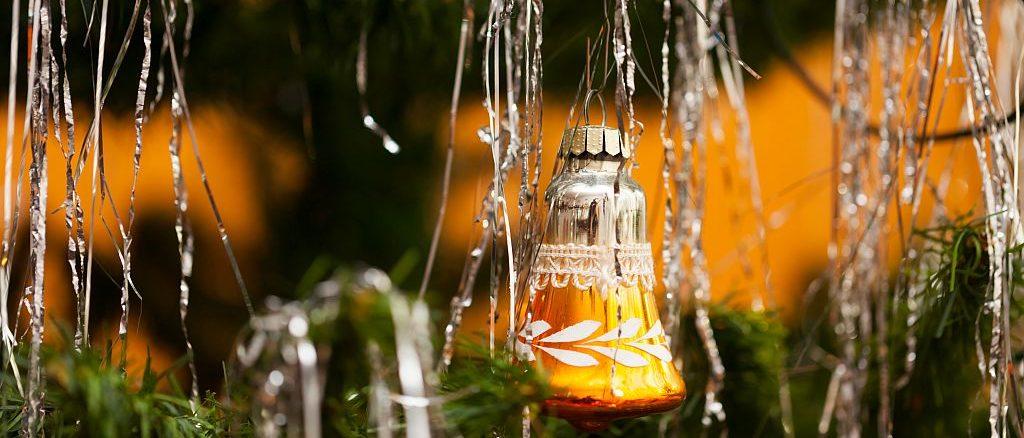 Lametta am Weihnachtsbaum | Bild: hetwig stock.adobe.com